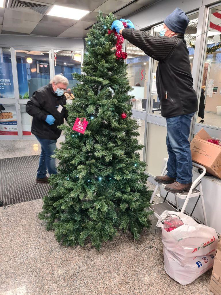 2 allestimento albero di natale ospedale san paolo milano